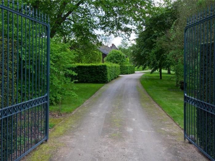 Catherine Deneuve Château de Primard 8