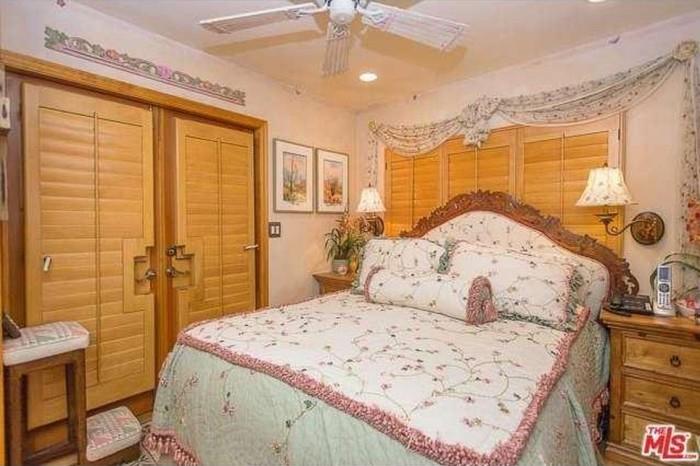 Dolly Parton Home 13