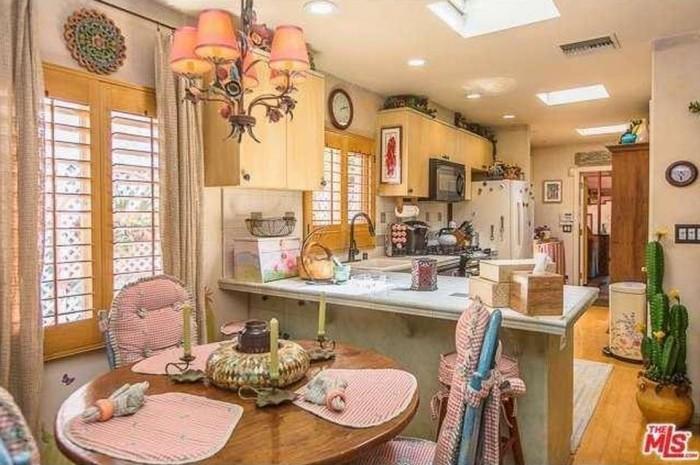 Dolly Parton Home 7