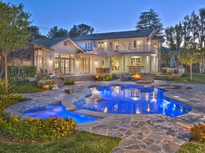 Selena Gomez Tarazana Home 1
