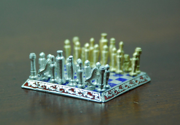 Sal Knight Gold and Silver Chess Set 4