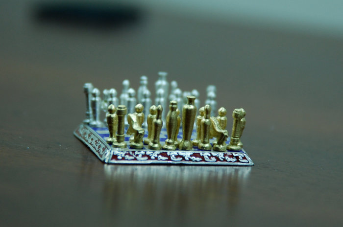Sal Knight Gold and Silver Chess Set 5