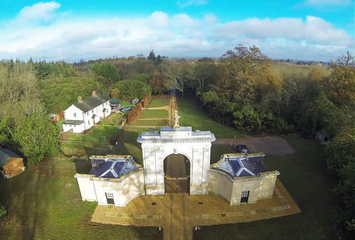 London Lodge 4
