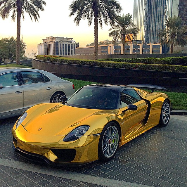 Porsche 918 Spyder Gold Chrome 3
