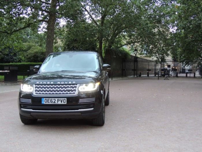 https://www.charitystars.com/product/prince-william-catherine-s-range-rover-vogue-se-en