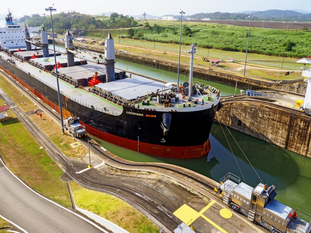 Container ship moving exports trough the Panama Canal, thanks to Panama's free trade agreements