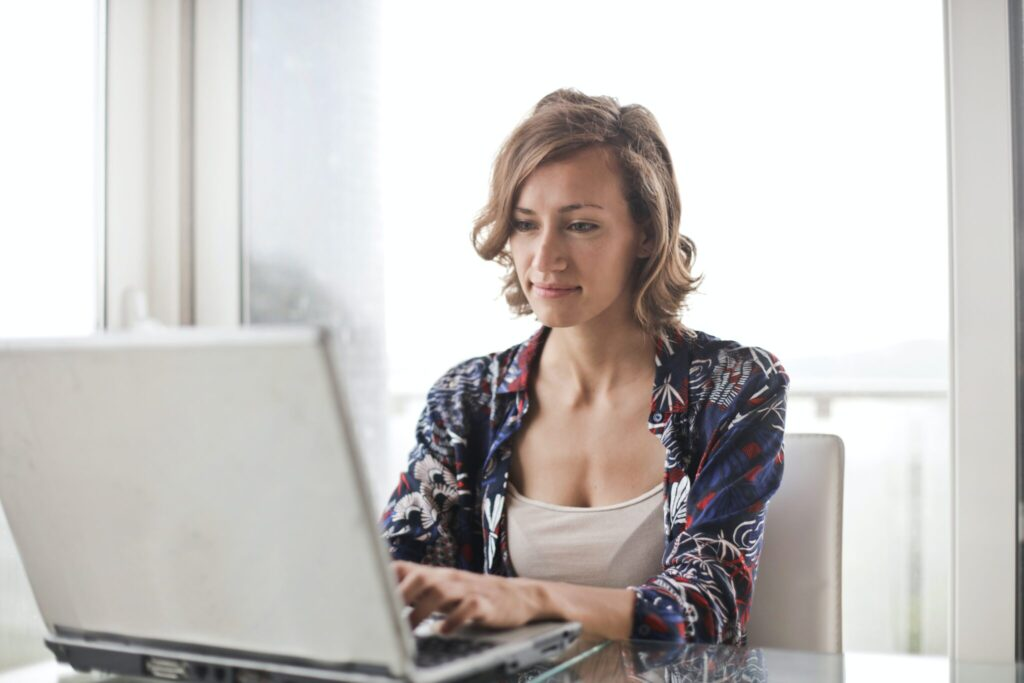 Woman at home using her computer to search information about challenges of doing business in Mexico.