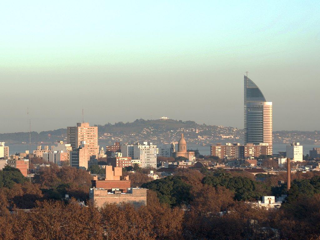 Montevideo, donde mucha gente formaría una sucursal en Uruguay