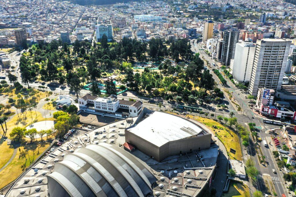 Vista de Quito, ciudad donde los ejecutivos que están pensando en iniciar un negocio en Ecuador establecen su empresa.