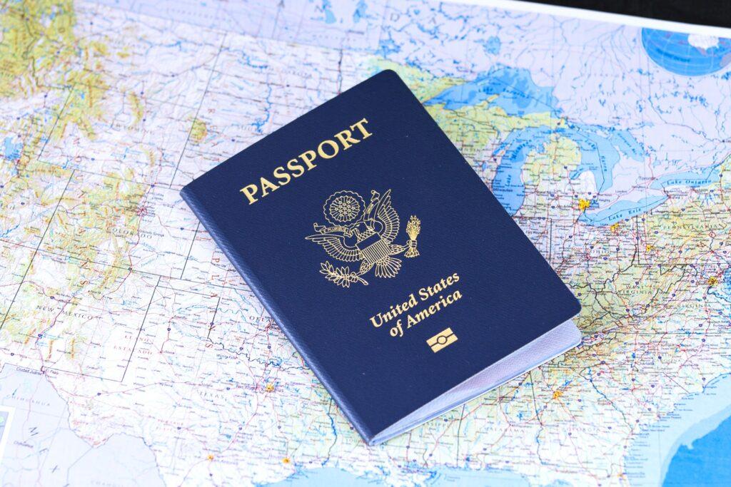 Pasaporte estadounidense que represente a un extranjero interesado en una visa de negocios en Panamá