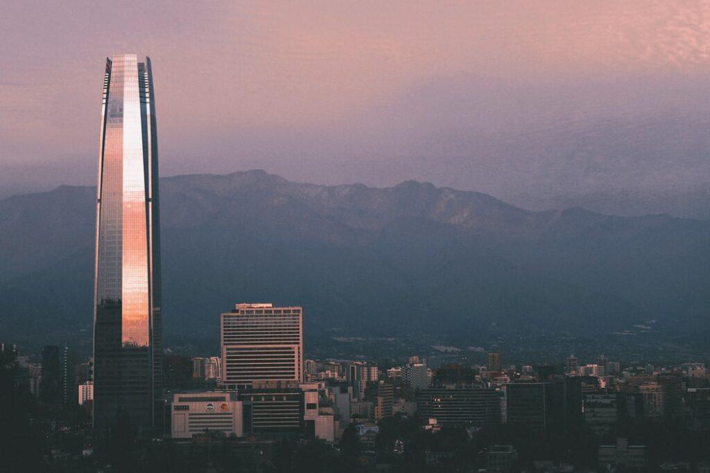 La capital chilena de Santiago.  Es posible que necesite una firma de contabilidad en Chile
