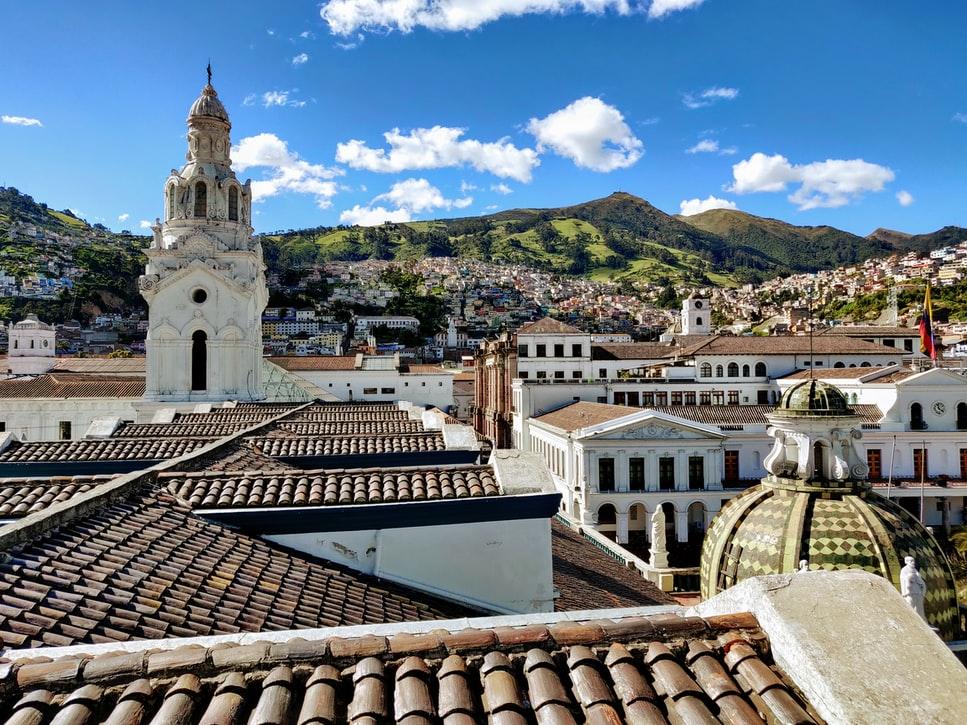 इक्वाडोर की राजधानी क्विटो की एक तस्वीर, जहां आपको अच्छे कानूनी परामर्श की आवश्यकता हो सकती है