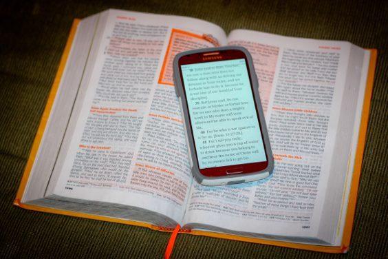 Biblia pe telefon