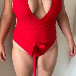 Roter Sex Badeanzug mit tiefem Ausschnitt