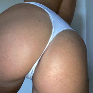 Weißer Slip mit Schleife