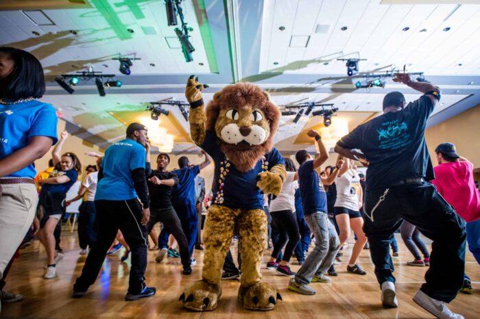 lion Marathon and student dancing
