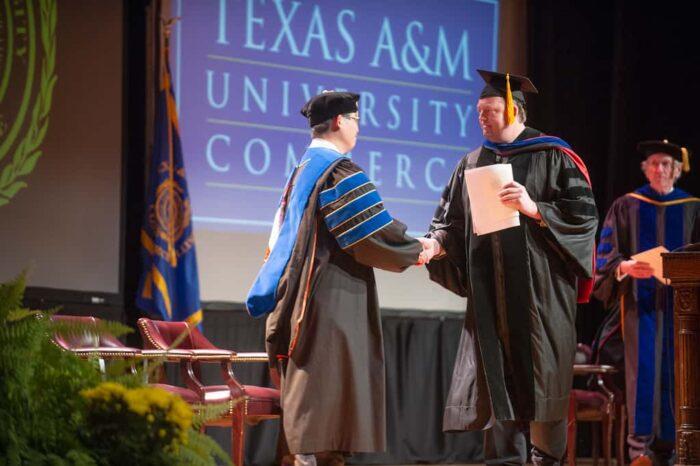 Regents Professor and Dr Jang handshake