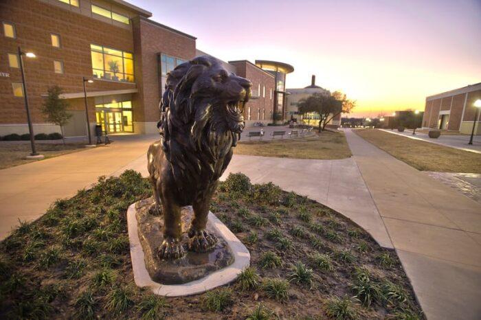 10073-New Lion Statue-2806-Edit-L