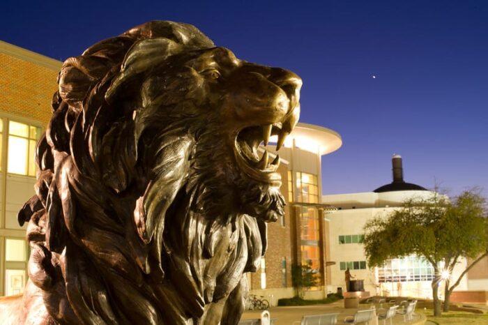 10073-New Lion Statue-2958-L