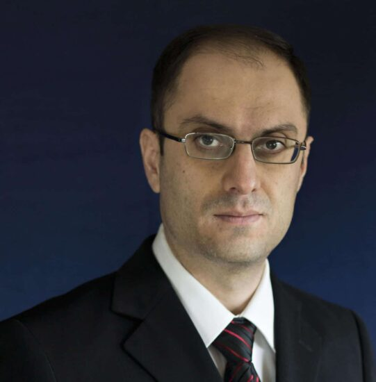 Rafael Bakhtavoryan headshot