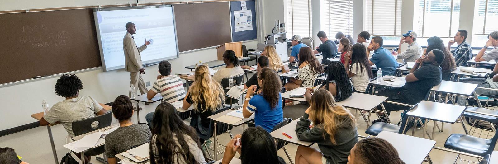 18001-Classroom-01756-X3