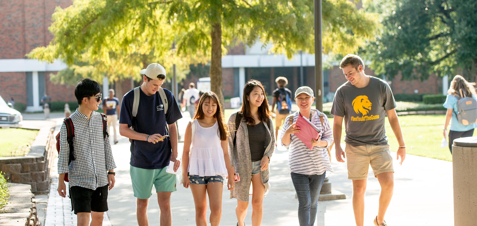 group of students walking on the TAMUC campus.