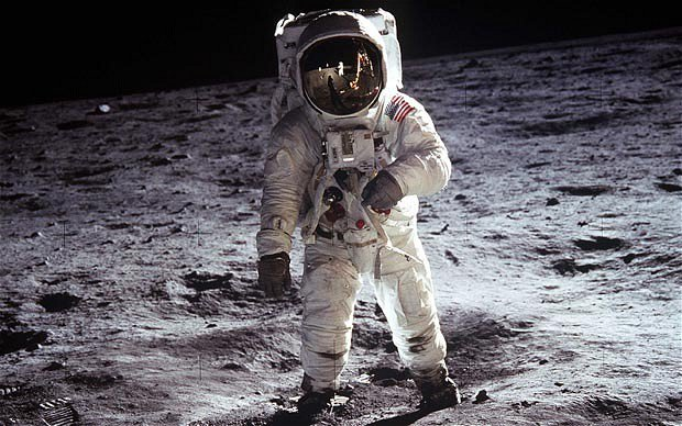 Russian Government Calls For International Investigation Into U.S. Moon Landings & For Good Reasons