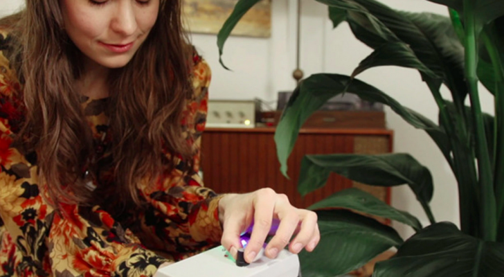 You Can Listen To The Music Of Your Plants With This Device (MIDI Sprout)
