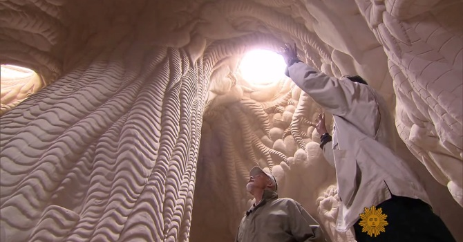 Man Spends 25 Years Isolated In Desert Carving Mystical Caverns By Hand