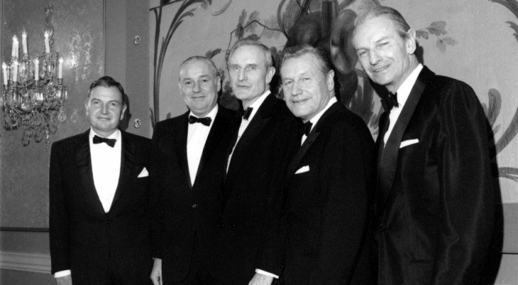 Documents Expose What The Rockefeller's Knew About UFOs