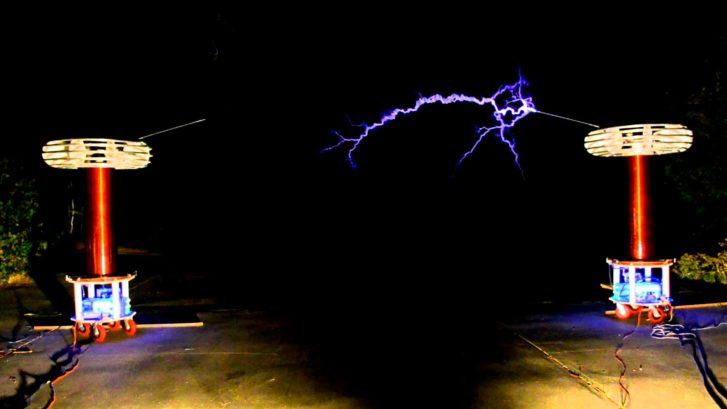 Musical Tesla Coils Play 'House of the Rising Sun'