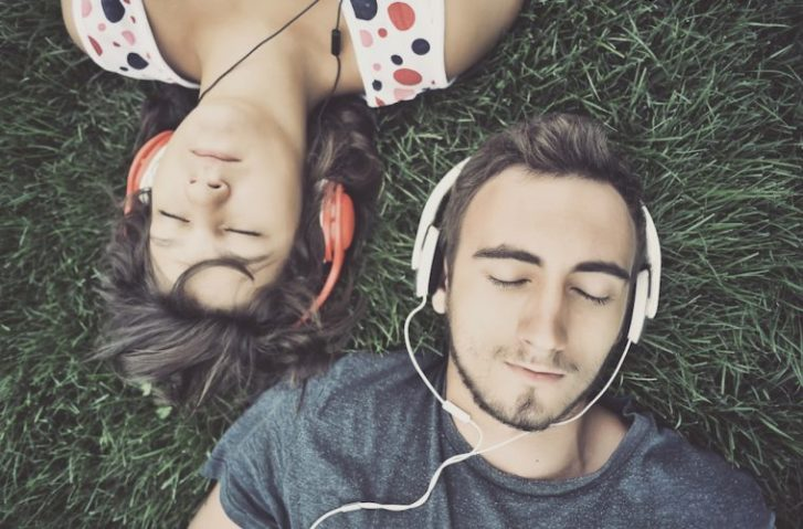 How Music Can Influence (And Change) Your Mood Positively & Negatively