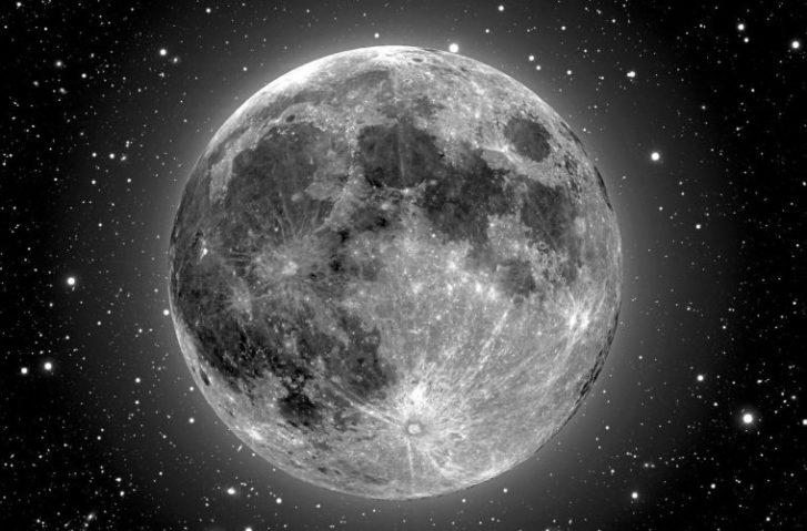 We're About to Witness a Meteor Shower & Supermoon Light Up the Sky on the Same Night