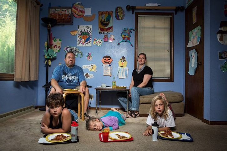 13 Surreal Photos Show The Incredible Diversity Of A Common Experience: Dinner