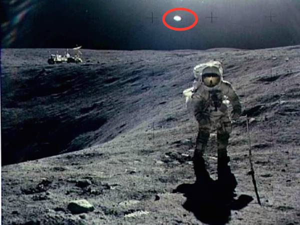 """""""They're Parked on The Side of the Crater – They're Watching Us!"""" – When Neil Armstrong Landed On The Moon"""