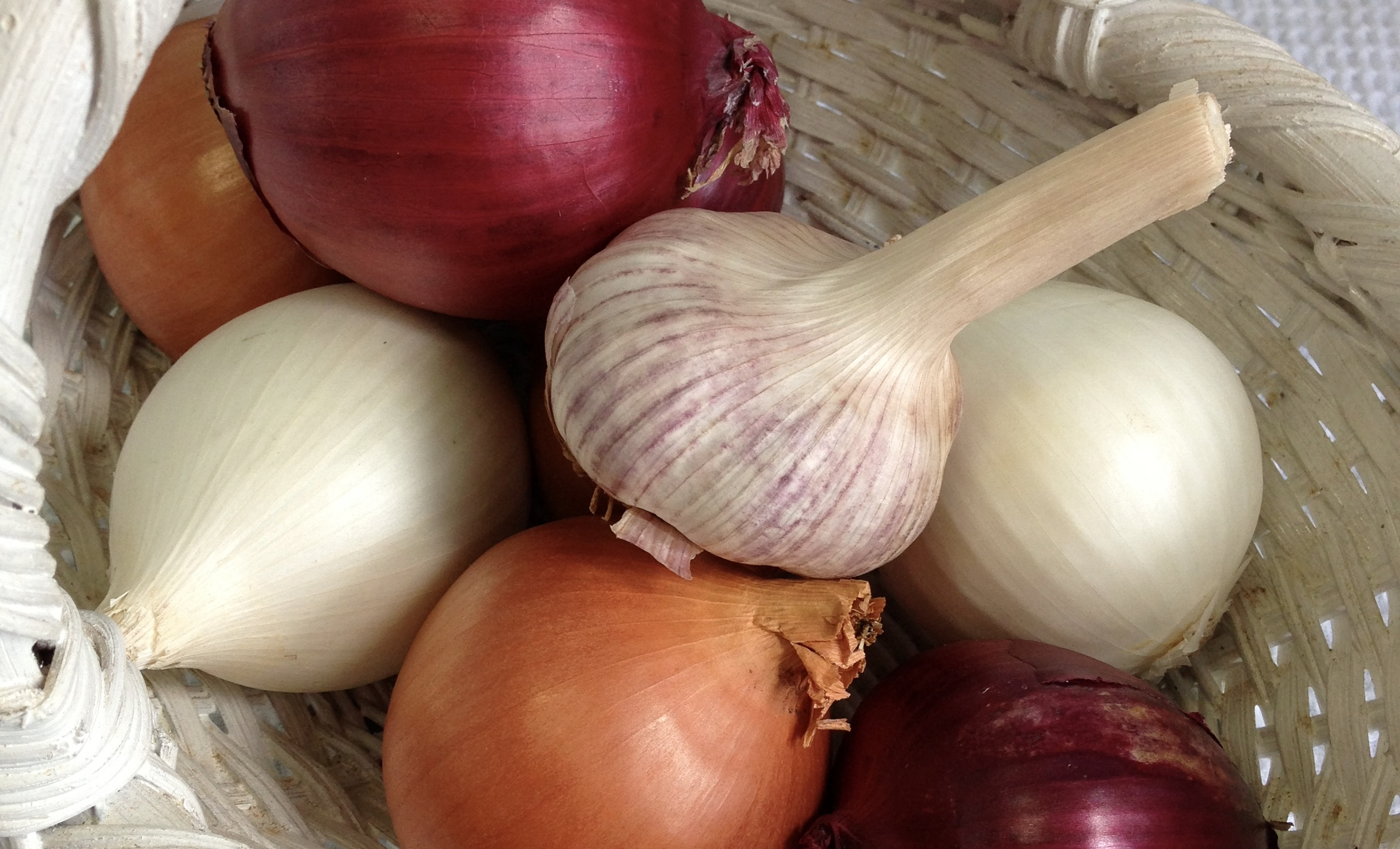 Ancient Greek Healing Wisdom of Garlic by Maria Benardis (article)