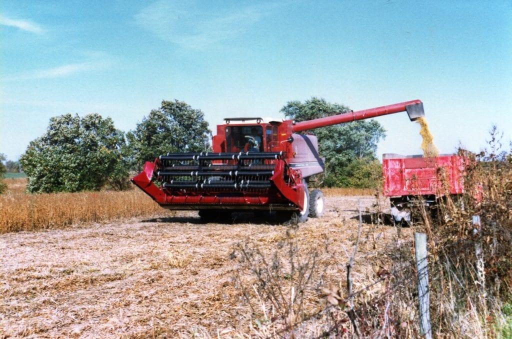 愛荷華農場收割乾草。(圖/維克多提供)