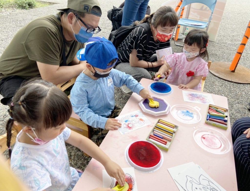 孩童們在文化器具的環境中更有學習興致。