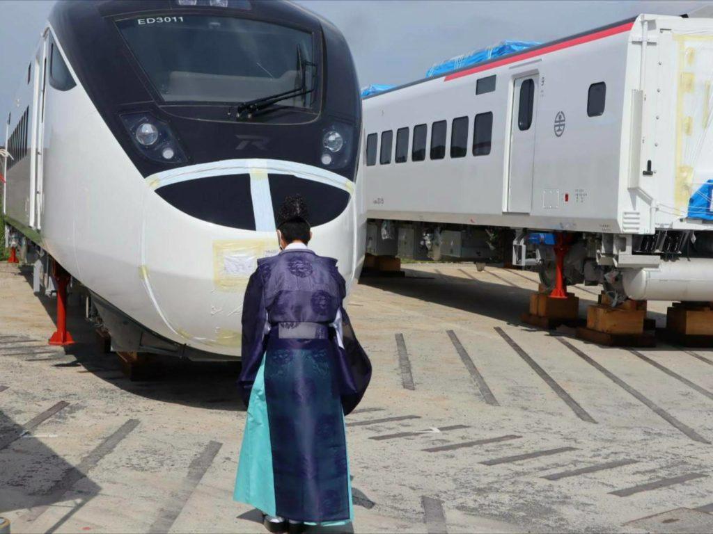 臺鐵新購的第一列EMU3000新城際列車舉行出廠啟運前的「安全祈願」儀式