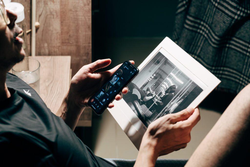 手機與洗頭都具有連結人際關係的功能
