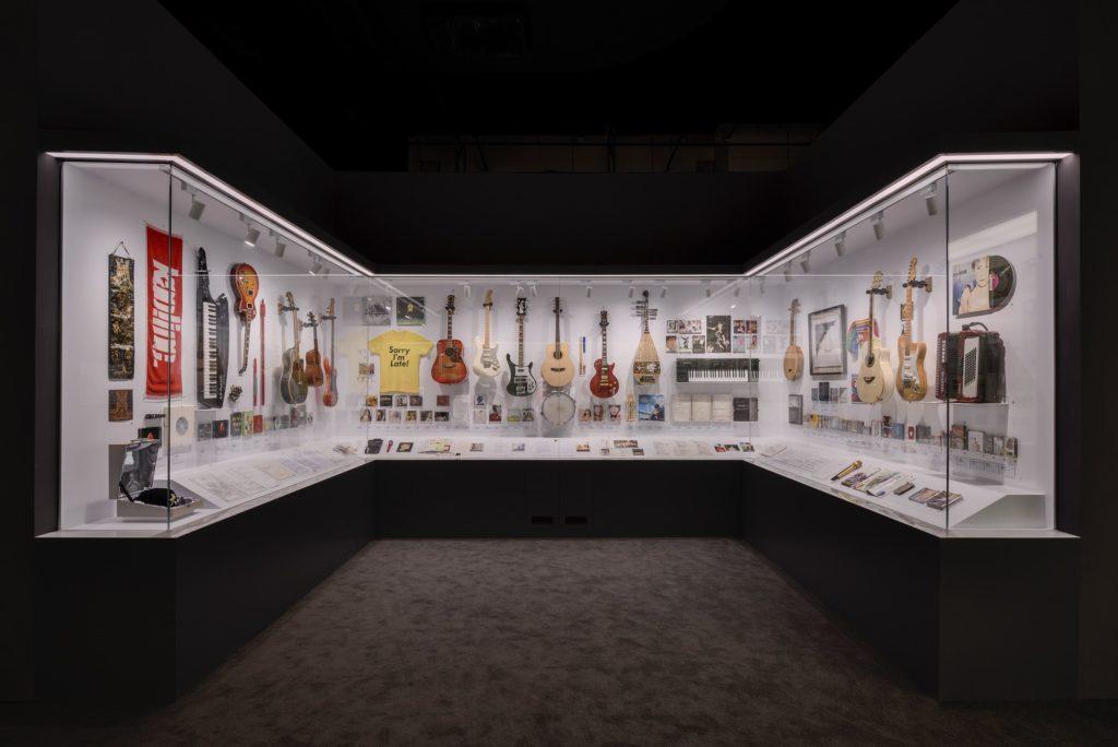 歌手使用過的樂器真品,與觀眾分享屬於音樂人的私密空間。(圖/臺北市文化局提供)