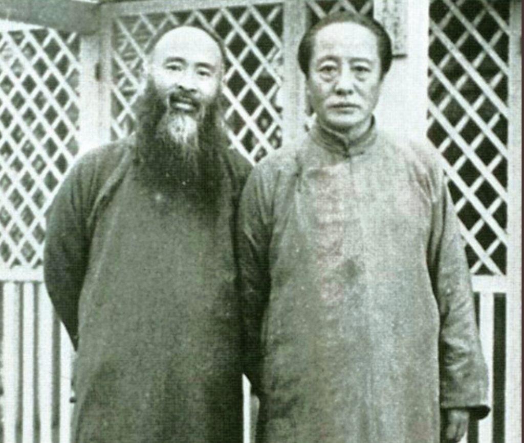 溥心畬(右)與張大千攝於東京。(圖/史博館 提供)