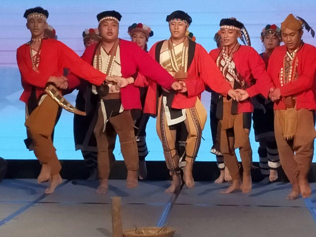 鄒族的傳統歌舞為活動帶來歡樂喜氣。(記者 辛澎祥/攝)