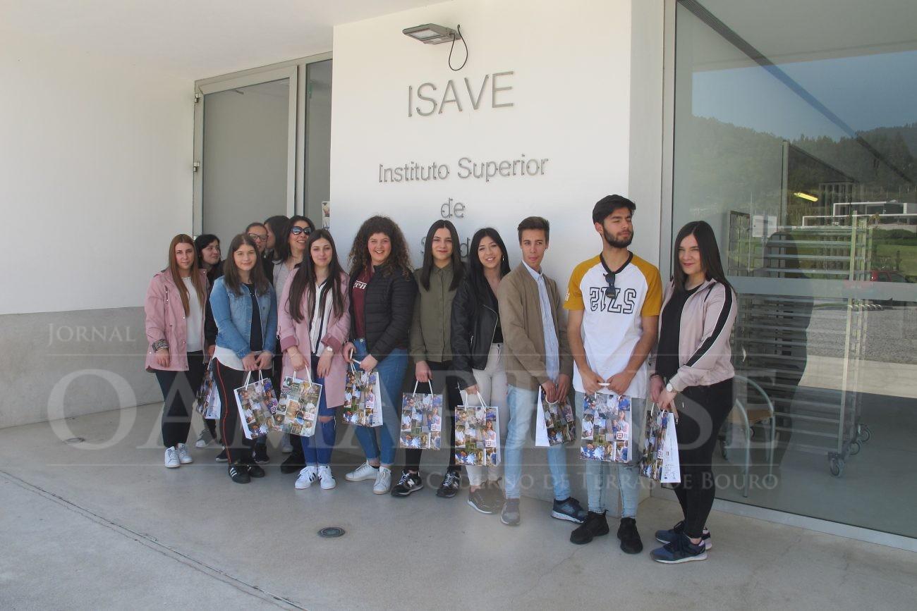 """EDUCAÇÃOAlunos do curso """"Técnico de Óptica Ocular"""" da EPATV visitaram o ISAVE"""