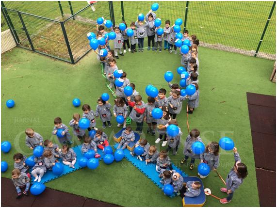 VALDOZENDECentro de Solidariede Social construiu laço azul contra os maus tratos