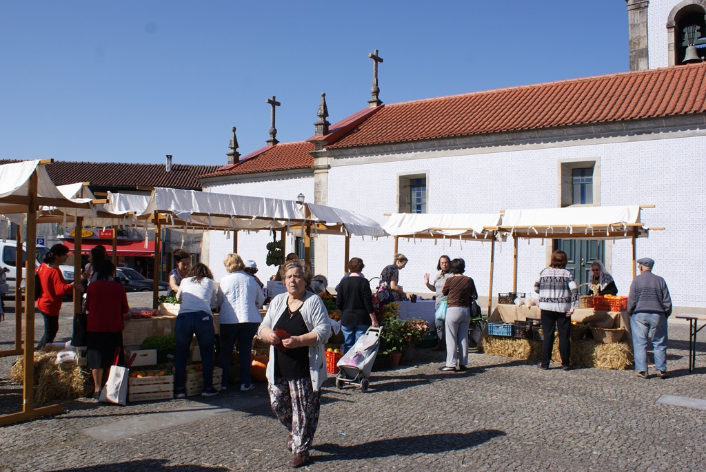 AMARES Mercado tradicional de produtos locais voltou ao Largo D. Gualdim Pais