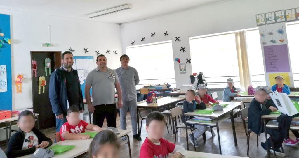 DIA DA CRIANÇAAlunos do Jardim-de-Infância e da EB1 de Rio Caldo receberam prendas