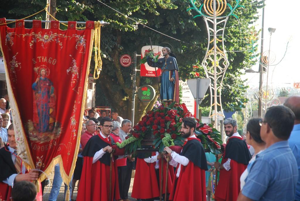 RELIGIÃO –  Ruas de Caldelas encheram para a procissão de Santiago