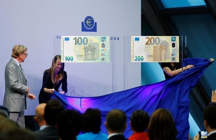 PAÍS –  Novas notas de 100 e 200 euros entram em circulação a partir de Maio