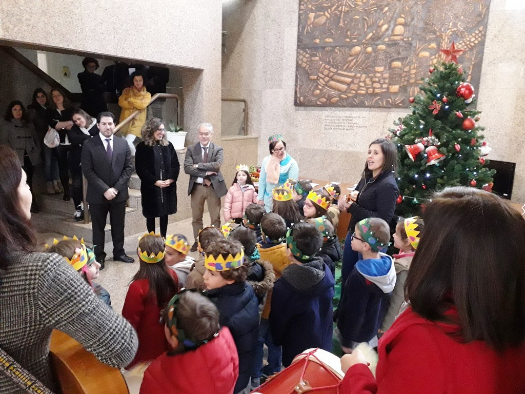 TERRAS DE BOURO - IPSS's do Concelho cantaram as Janeiras na Câmara Municipal